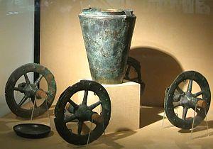 La métallurgie du fer (âge du fer) se répand à partir de quand ?