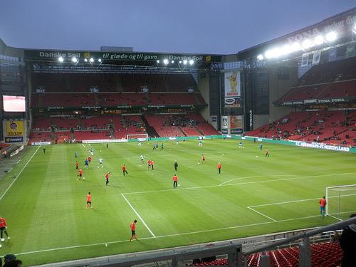 Quelle est la capacité de ce stade (Parken Stadion COPENHAGUE) ?