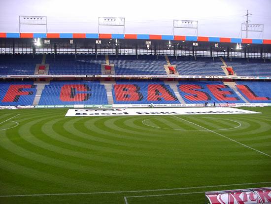 Quelle est la capacité de ce stade (stade de Bâle SUISSES) ?