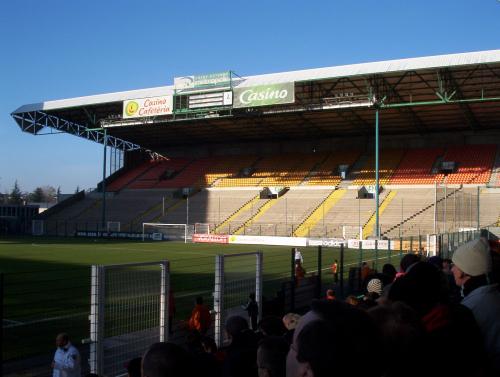 Quelle est la capacité de ce stade (stade Geoffroy Guichard SAINT ETIENNE) ?