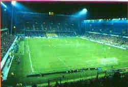 Quelle est la capacité de ce stade (stade-Félix-Bollaert LENS) ?