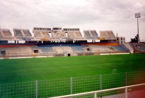 Quelle est la capacité de ce stade (stade-Furiani-Armand-Cesari BASTIA) ?