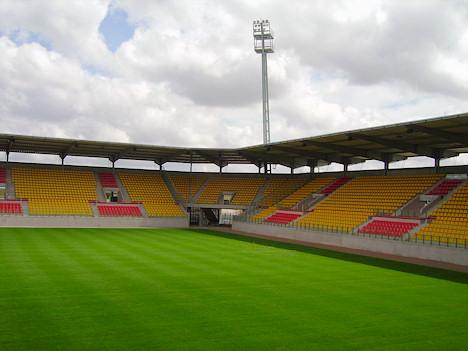 Quelle est la capacité de ce stade (stade Léo de Bollée LE MANS ) ?