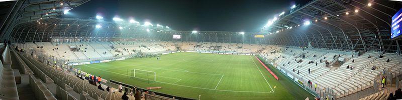 Quelle est la capacité de ce stade (stade des Alpes GRENOBLE) ?